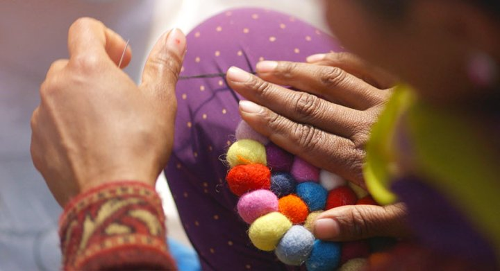 making-felt-ball-rug-nepal-sukhi_1